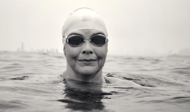 Из США в СССР вплавь: американка пересекла Берингов пролив и добралась до берега