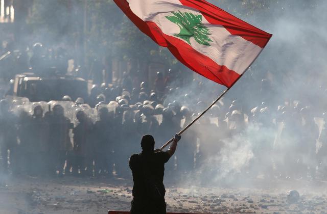 Взрывная волна: чего добиваются митингующие в разрушенном Бейруте