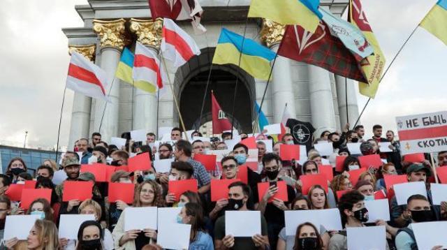 Проклятия и поздравления: как Украина отнеслась к протестам в Белоруссии