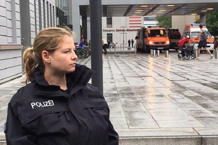Немецкая полиция взяла под охрану клинику, куда Навального привезли из Омска