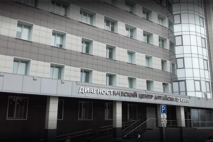 Главврач заработала 1,7 млн рублей в алтайском медцентре, где не платили зарплату врачам