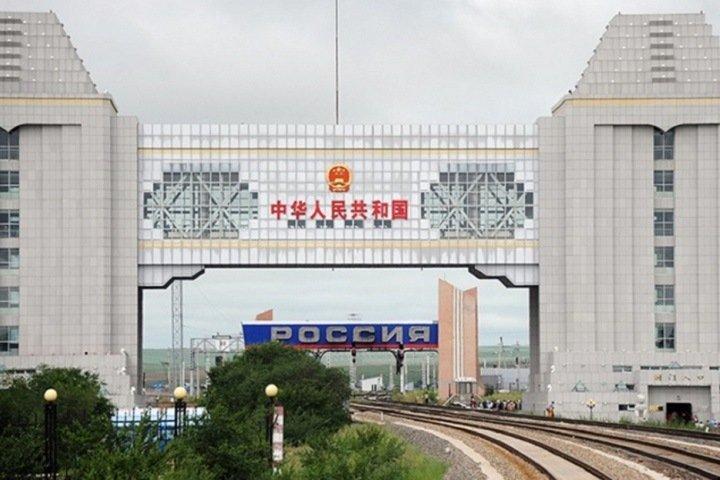 «Сквозь колючую проволоку видны развивающиеся китайские города»: забайкальский депутат назвал обезлюдение границ угрозой нацбезопасности
