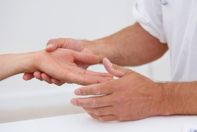 Вены на руках: почему они увеличиваются и болят