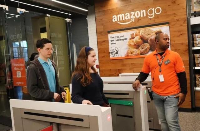 Взмах руки: Amazon позволила платить ладонью