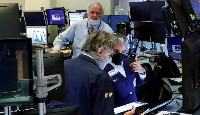 Все ниже и ниже: насколько упадут индексы фондовых бирж к концу года