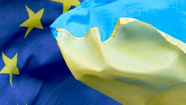 Кнут и пряник: почему ЕС критикует и поощряет Украину одновременно