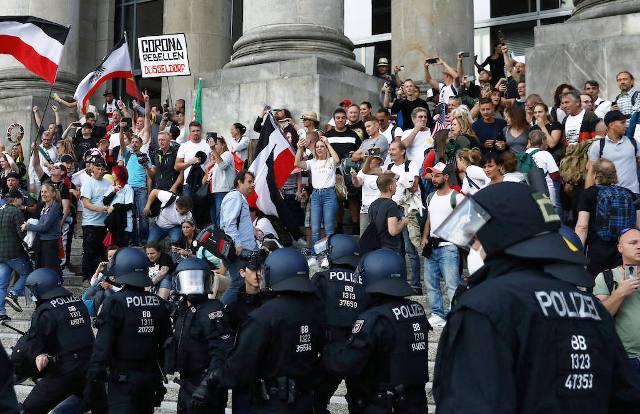 Протесты в Берлине: как превратить маргиналов в мейнстрим