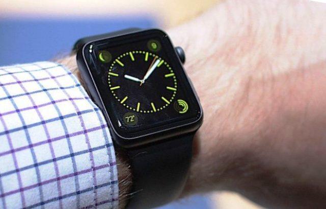 Эксперт объяснил, чем опасны смарт-часы