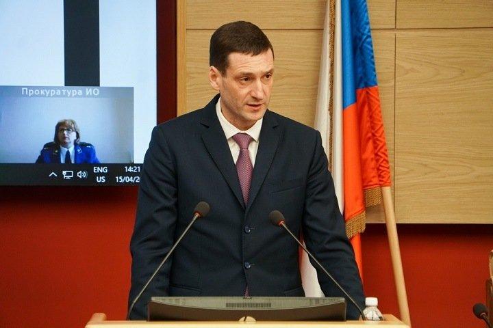 Глава иркутского правительства на день слетал в Москву за 300 тыс. из бюджета