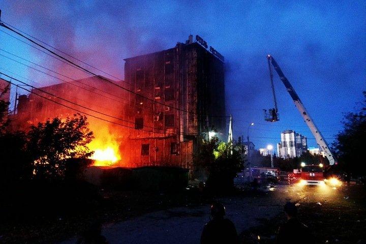 Банкетный комплекс загорелся в центре Новосибирска