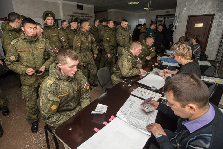 Принуждение бюджетников и голоса за деньги: досрочное голосование в Сибири