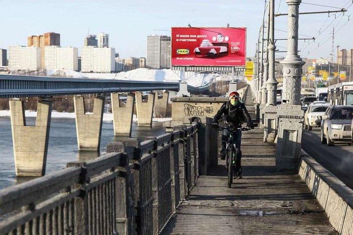 Мэрия Новосибирска закрывает пешеходные дорожки на Коммунальном мосту