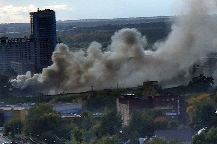Производственные корпуса загорелись в Новосибирске