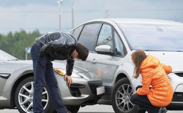 Разведи пенсионера. Как автоподставщики обманывают пожилых водителей