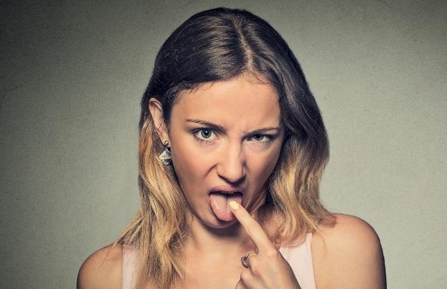 Неприятный привкус: горечь во рту у взрослых, причины, диагностика, лечение