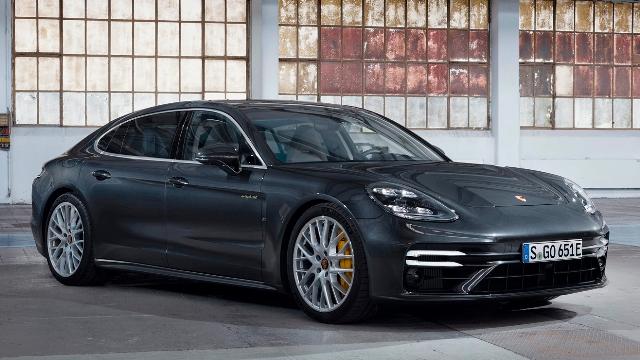 700 лошадей: Porsche презентовала самую мощную Panamera