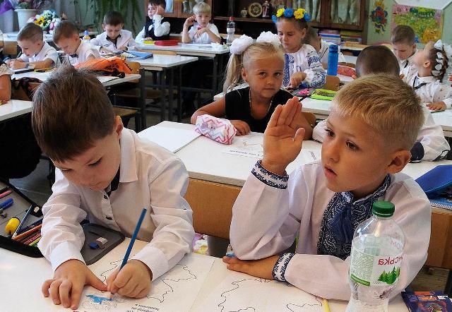 Непобедимый суржик: как в украинских школах насаждают мову