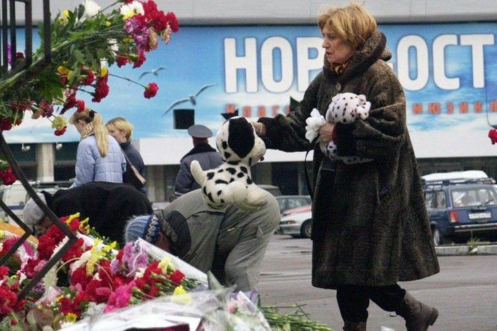 «Путин должен объявить об окончании войны». Политковская о захвате заложников в центре на Дубровке