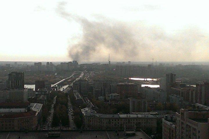 Склад автомасел загорелся в Новосибирске