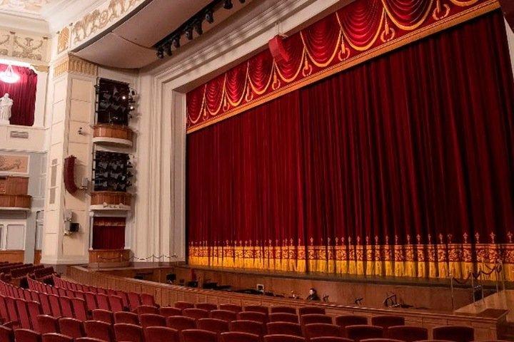 Сотрудников оркестра и хора новосибирского оперного театра отправили на карантин по коронавирусу