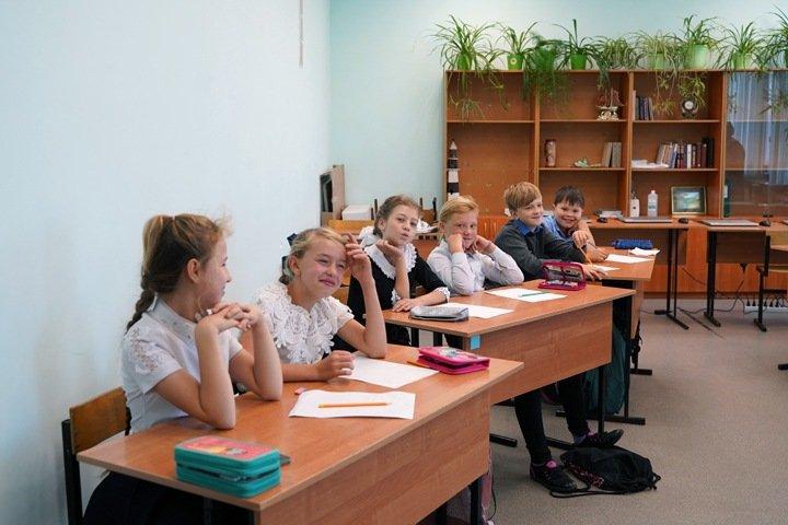 Новосибирский губернатор уточнил работу школ во время пандемии