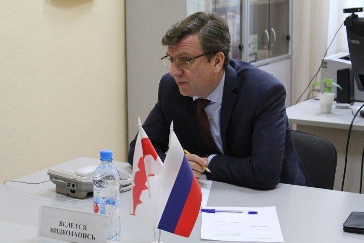 Не выпускавший Навального из Омска врач-единоросс получил новую должность
