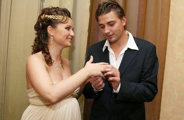 После свадьбы в роддом. Кто из знаменитостей выходил замуж беременной