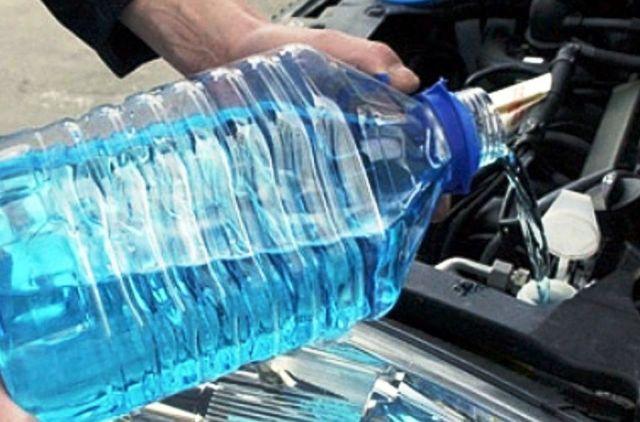 4 способа, как разморозить в авто летнюю «омывайку»