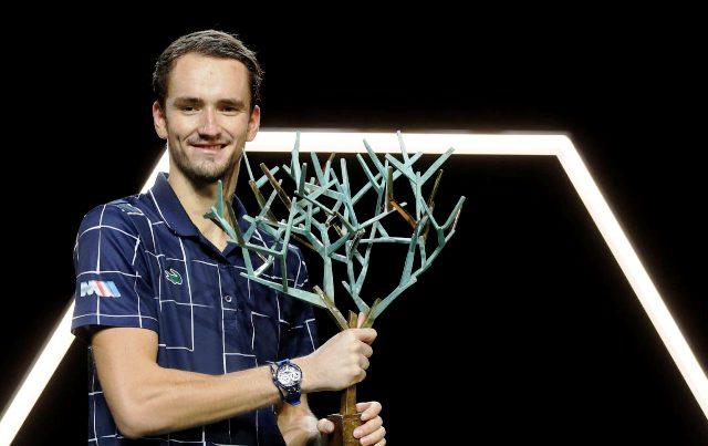 Успешная осень: Даниил Медведев победил на Rolex Paris Masters