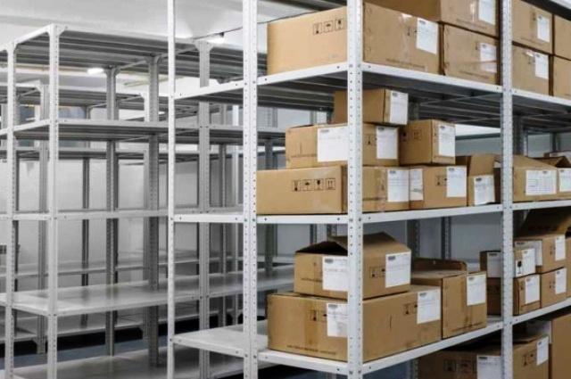 Использование полочных стеллажей на предприятиях