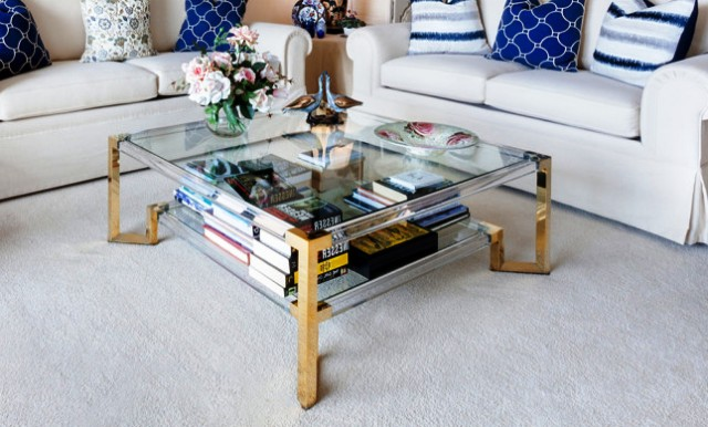 Стеклянный стол дома: преимущества и недостатки