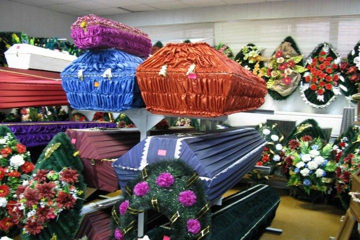 Похоронный агент сообщил красноярке о смерти мужа в обход родственников