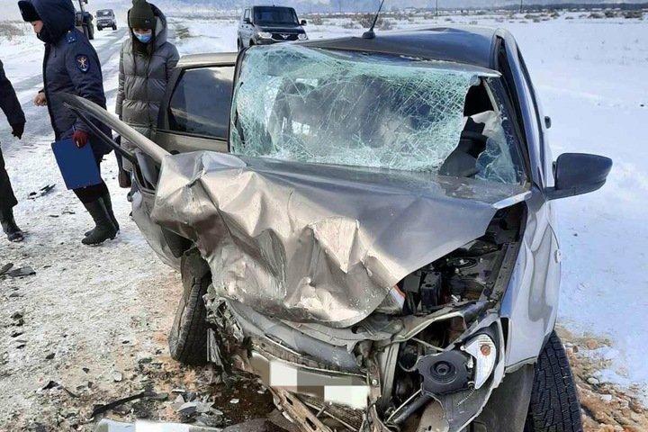 Десять человек пострадали и один погиб в лобовом ДТП в Туве