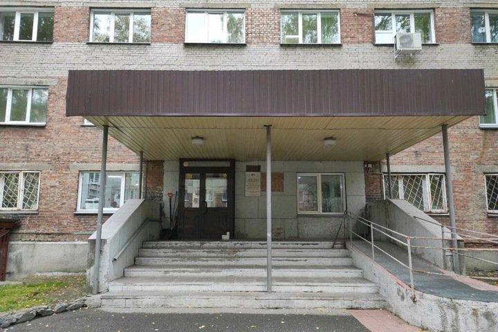 Женщина выпала из окна новосибирской больницы