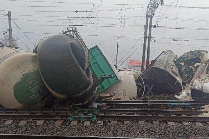 Поезд сошел с рельсов в Новосибирской области
