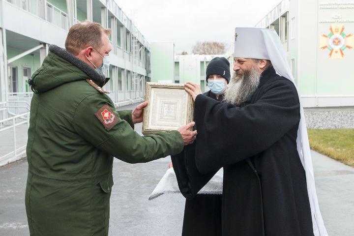 Новосибирский митрополит освятил коронавирусный госпиталь минобороны