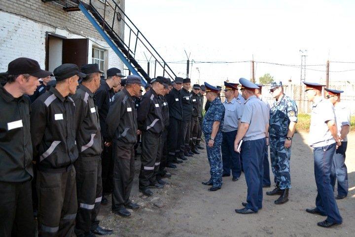 Взятка колесами, наркотрафик и катана: чем известна новосибирская колония, где нашли труп и заявили о «бунте»