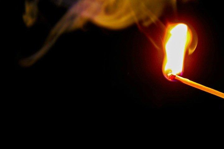 Девушку из Приангарья подозревают в поджоге мужчины