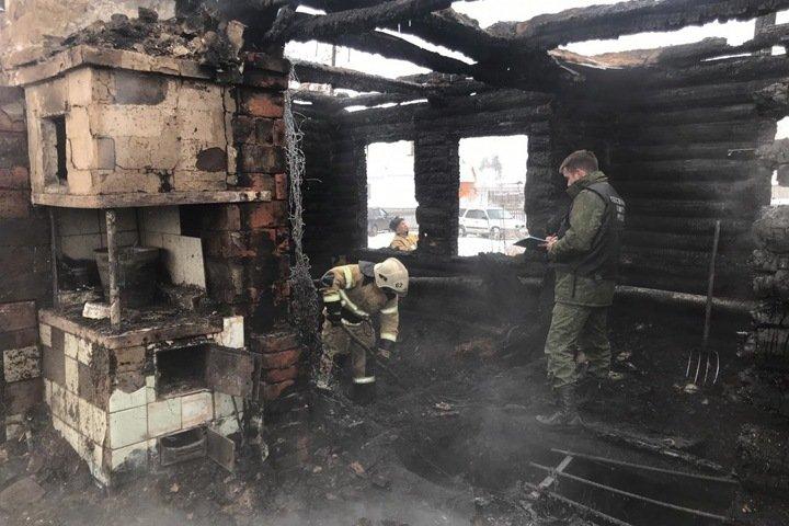 Четыре человека погибли при пожаре под Новосибирском