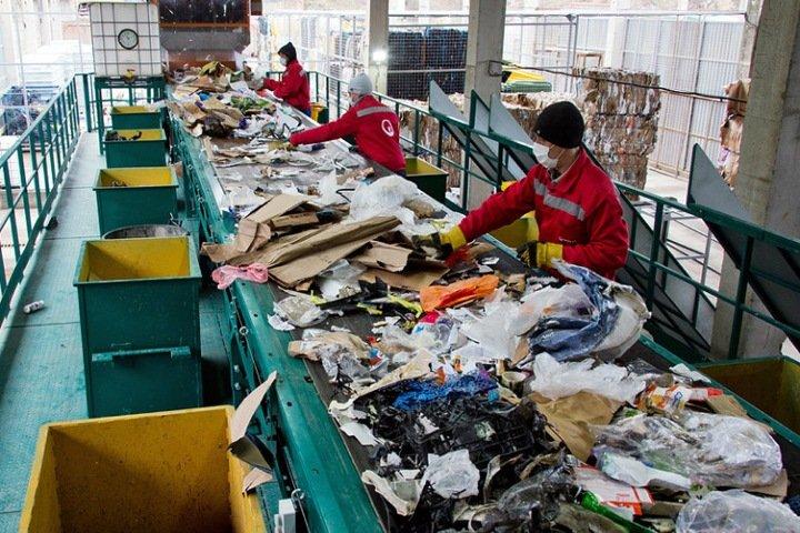 «Лишние 10 рублей мы в быту не замечаем»: новосибирский регоператор о новых тарифах на мусор, спорах с властью и сортировке отходов