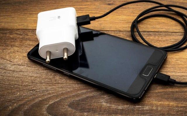Починить самостоятельно: почему смартфон не заряжается