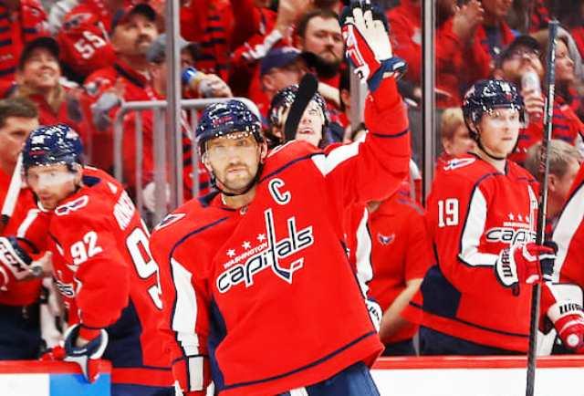 Гол Овечкина лёжа признали лучшим в НХЛ в XXI веке
