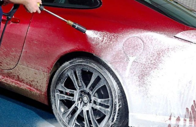 Какой вред от пены для бесконтактной мойки авто?