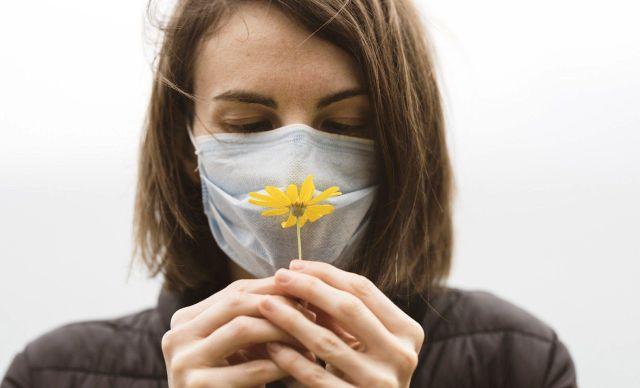Забытый аромат: как вернуть запахи после COVID-19