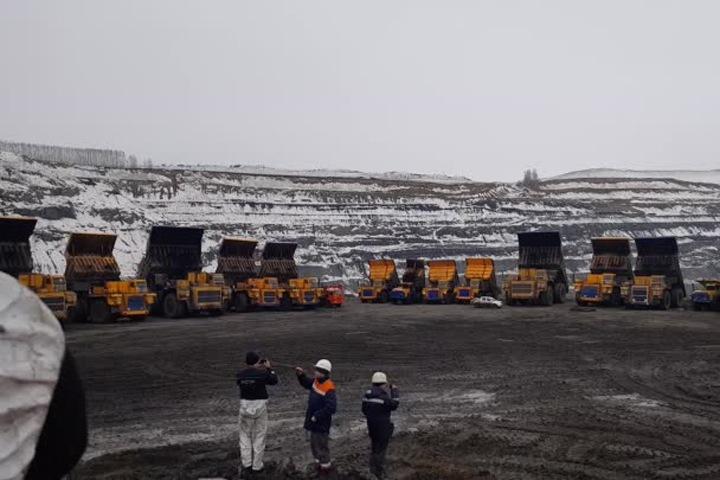 Машинист экскаватора погиб при обрушении породы на угольном разрезе в Кузбассе