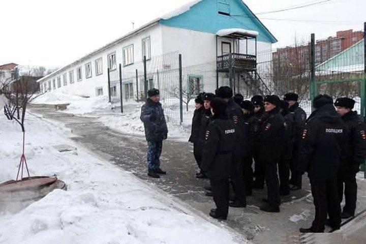 «Засунули кипятильник в задний проход, он взорвался»: иркутских надзирателей обвинили в пытках сироты