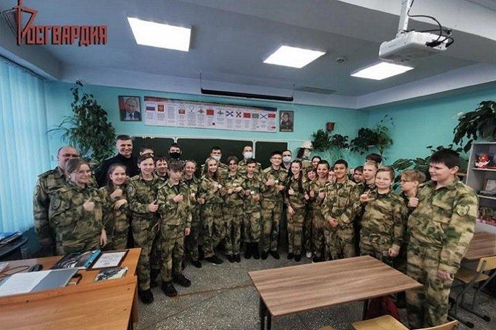 Иркутские школьники получили погоны и звания Росгвардии