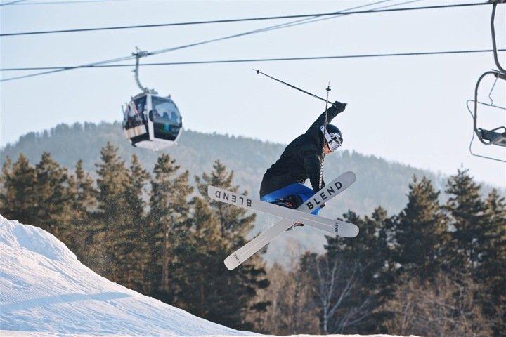 Горнолыжный курорт на Алтае запустил систему оснежения и увеличил протяженность трасс