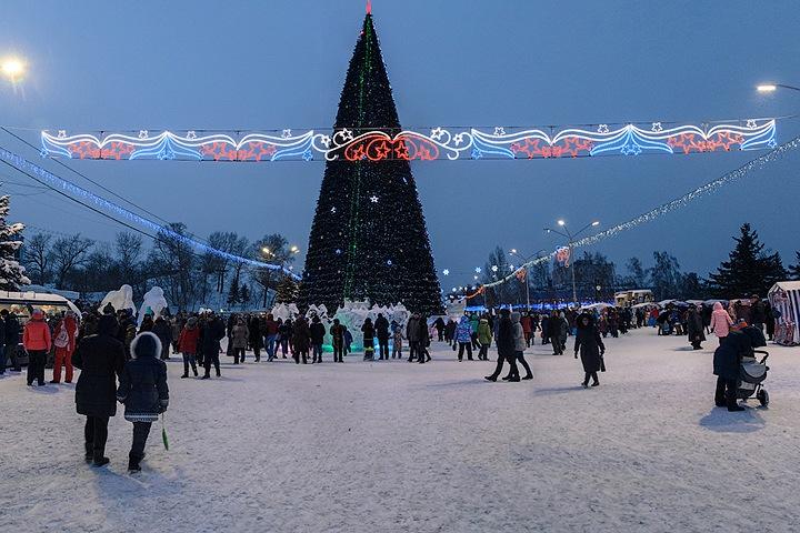 Светодиоды от депутата. Города Сибири резко увеличили расходы на Новый год во время пандемии
