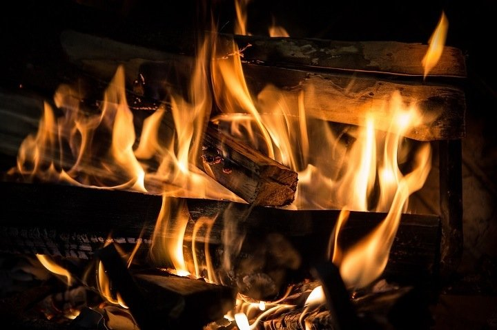 Пенсионерка загорелась, растапливая печь в Бурятии